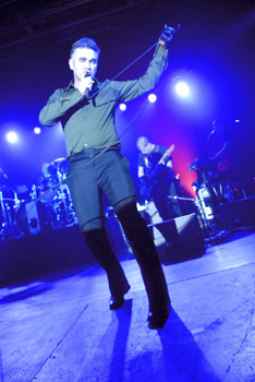 morrissey  whitehaven civic hall - copyright chris moody - 2006-04-29 dsc22
