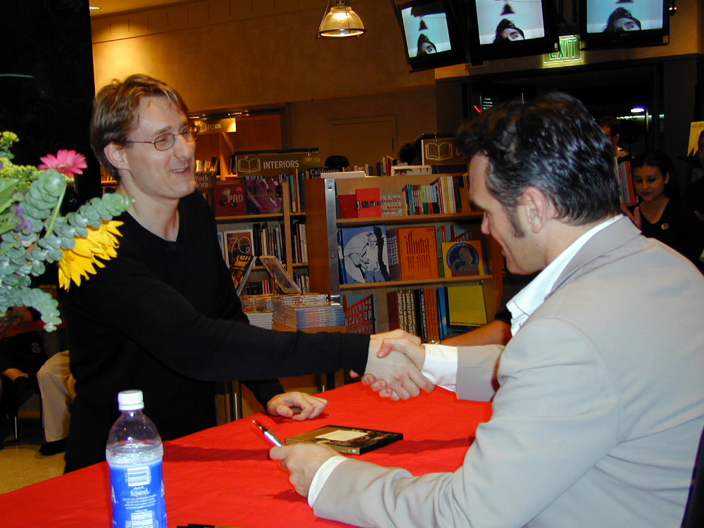 Morrissey-In-Store-signing-Jay-Meets-Moz-10-13-2000.jpg