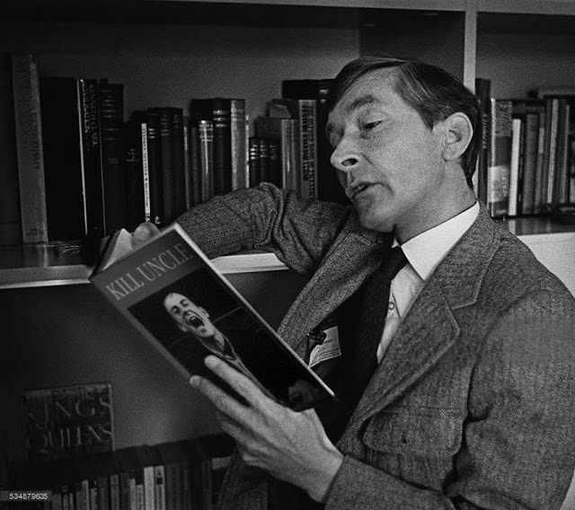 Kenneth Williams.jpg