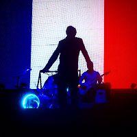 morrissey_singing_i_m_throwing_my_arms_around_paris_