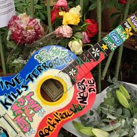 151120141159-bataclan-memorial-tributes-exlarge-169