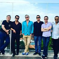 morrissey_and_band_in_brazil_22_november_2015