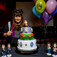 Vivian_and_her_cake